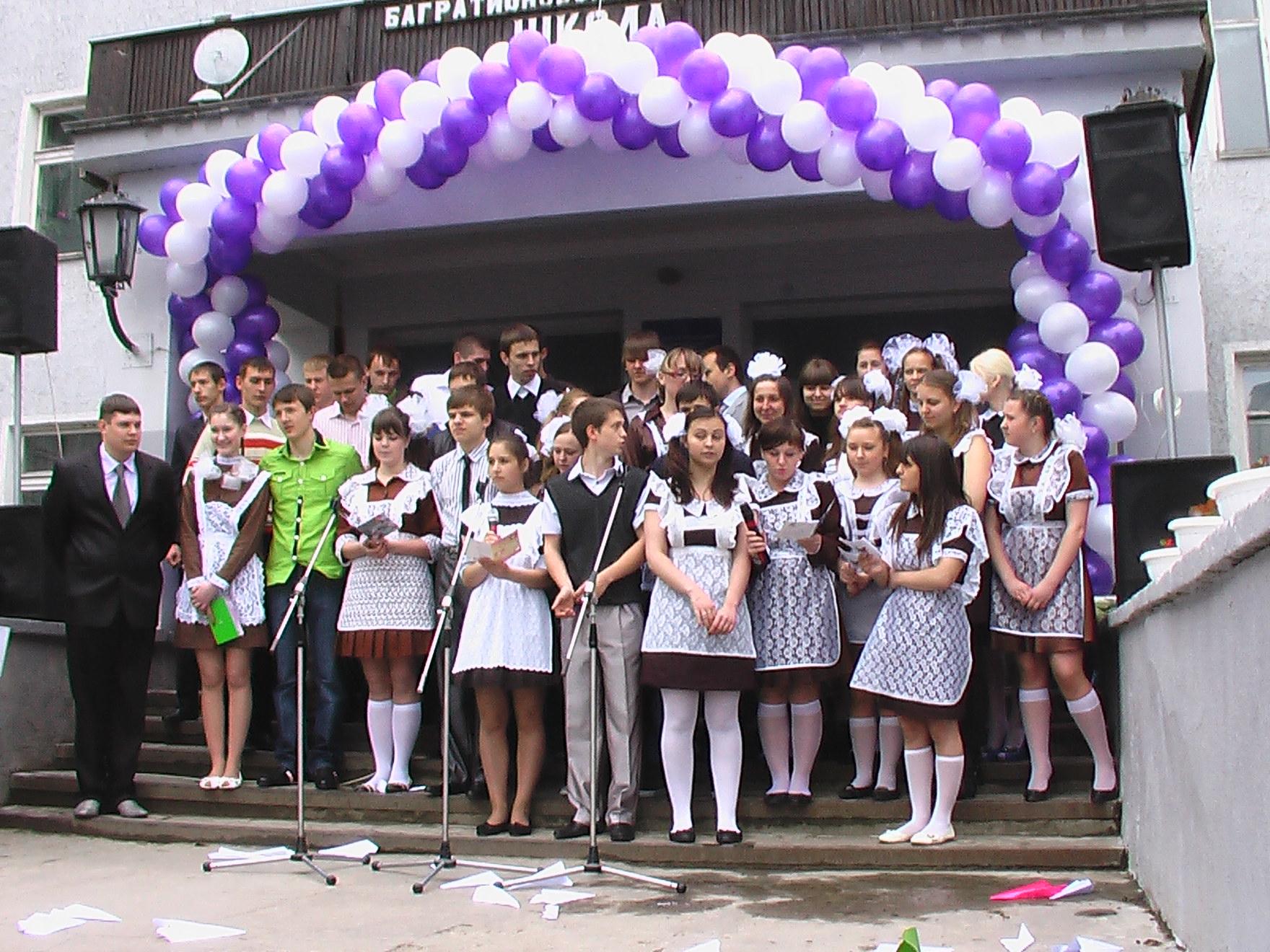 Поздравление директора школы на линейке